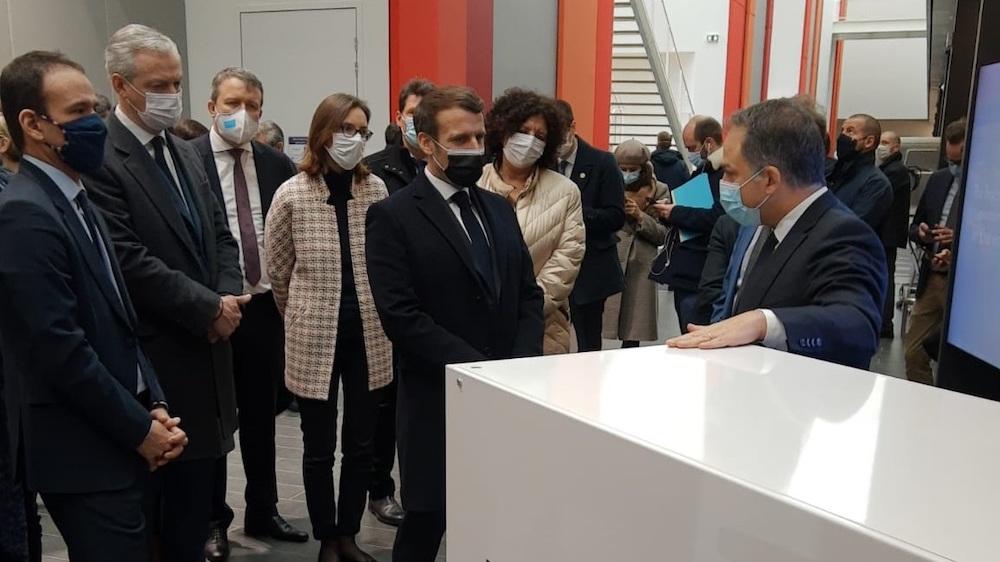 Au premier plan, de gauche à droite : Emmanuel Macron et Elie Girard Au fond, de gauche à droite : Cédric O, Bruno Le Maire, Amélie de Montchalin et Frédérique Vidal